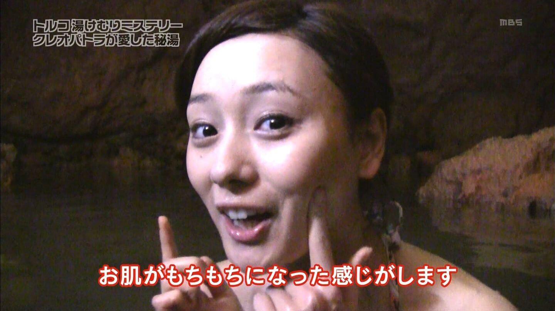 毛穴の黒ずみが洗顔で改善されてきた風呂に入っている女性